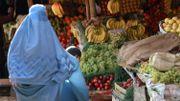 Une femme portant la burqa à Herat (Afghanistan)