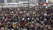 En Finlande, des étudiants se sont rassemblés devant le Parlement à Helsinki.