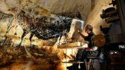 Des artisans français dans la peau de peintres préhistoriques pour ressusciter la grotte de Lascaux
