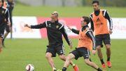 Sven Kums avec Nainggolan et Chadli à l'entraînement.