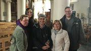 Brigitte, Natacha et les membres de l'équipe de la paroisse de Frasnes.
