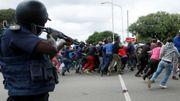 La police disperse des immigrés venus s'opposer à une manifestation contre les travailleurs étrangers, le 24 février 2017 à Pretoria