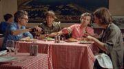 Phoenix redonne vie aux années 80 dans le clip de 'Role Model'