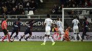Denayer impérial dans les airs pour offrir les trois points à Lyon