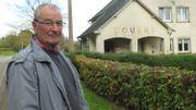 René Hubert vit à cheval sur la frontière, à Muno, juste à côté de l'ancienne douane.