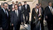 Le président français François Hollande entouré des ministres des Affaires étrangères participant à la conférence de Paris