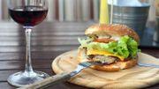 Peut-on boire du vin avec un Big Mac ou un Giant?
