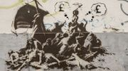 Trois oeuvres de Banksy consacrées aux migrants à Calais