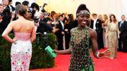 """Lupita Nyong'o : """"Le tapis rouge ressemble à une zone de guerre !"""""""
