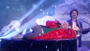 Sapins, neige et doudoune pour ce Live TV de la chanson de Noël de Macklemore