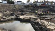 L'eau de la Meuse et de la Sambre a refait surface au gré des travaux de terrassement, venant lécher les remparts et la tour de guet qui marquaient la limite du Grognon