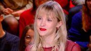 """Angèle répond aux questions de Yann Barthès et chante """"Oui ou non"""""""