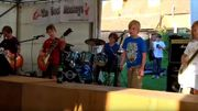 """[Zapping 21] Un groupe d'enfants de 8 à 10 ans joue """"Enter Sandman"""""""