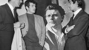 Piccoli, Belmondo et Brialy devant une peinture de Gérard Philippe en 1965