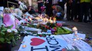 """Attentat à Manchester - """"Ne rumine pas ta colère"""": Manchester chante Oasis après le silence"""