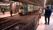 Un tram à la station Midi en 2005