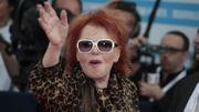 A bientôt 86 ans, Régine retrouve son boa et ses chinchillas pour une première tournée
