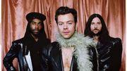 Harry Styles aux Grammy Awards : le boa, cet accessoire rétro remis au goût du jour !