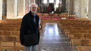 Jean-Paul Etienne, président de la fabrique d'église dans la nef de la collégiale de Nivelles