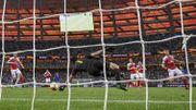 Le superbe arrêt de Cech sur un tir croisé de Giroud