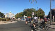 Des cyclistes et piétons avenue de Tervueren