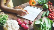 Le fait de consigner ce que l'on mange favoriserait la perte de poids