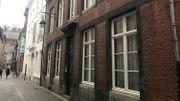 Cette maison située au 10 rue Fumal vient d'être acquise par le fonds Tilmont de la Fondation Roi Baudouin. Mitoyenne au musée Félicien Rops, elle sera mise à la disposition de la province en vue d'une extension. De quoi mieux accueillir encore les visiteurs.