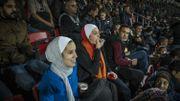 Le soir du 18 novembre 2018 , la Jordanie accueille l'équipe nationale d'Arabie Saoudite dans le cadre d'une rencontre amicale. « Si plus de femmes venaient supporter l'équipe nationale, les stades seraient beaucoup plus joyeux, commente Yasmeen. Mais la peur demeure, particulièrement lors des rencontres de championnats. Moi-même, je n'oserais pas m'approcher d'un stade à ce moment-là », concède la jeune femme de 25 ans.