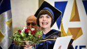 """La chanteuse Mireille Mathieu nommée """"Docteur honoris causa"""" en Russie"""