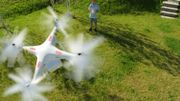 """Un drone survole mon jardin, c'est permis? Le coup de gueule de Marianne Virlée dans """"C'est pas fini"""""""