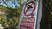 A l'entrée, le panneau baignade interdite est loin d'être dissuasif pour certains.
