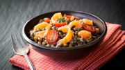 Recette : salade tiède de lentilles au saumon, vinaigrette de yahourt