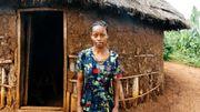Abgalech Huecha est une mère de famille qui doit lutter pour nourrir et habiller sa famille. Elle a développé un petit commerce de vente de maïs.