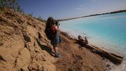 Les Maldives en Sibérie? Un lac pollué à la couleur irréelle devient une attraction