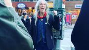 "[Zapping 21] Patti Smith chante ""People Have the Power"" dans les rues de New-York"