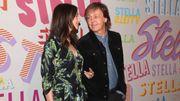 Paul McCartney se glisse incognito dans une salle de ciné