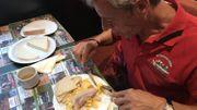 """L'omelette au lard est l'autre """"incontournable"""" pour démarrer cette journée de Meyboom"""
