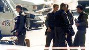 Un groupe d'intervention spécial de la police près de la maison des Jeuris le 20 septembre 1989.