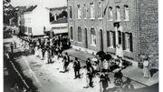 Un défilé des bleus en 1900