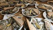 Le déjeuner des Gilles, traditionnellement composé d'huîtres d'Oléron et de champagne.