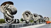 Une sculpture géante de Damien Hirst orne un hôpital du Qatar