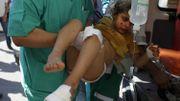 Une jeune palestinienne est secourue à Rafah, suite au redoublement des bombardements après la trêve avortée