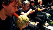 Cet orchestre joue de la musique avec des légumes!