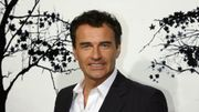 "Julian McMahon en plein complot financier dans ""The Chairman"""