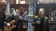 [Zapping 21] Bono et The Edge jouent dans la rue pour les sans-abri