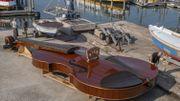 """Le """"Violon de Noé"""", un bateau violon de 12 mètres qui voguera bientôt sur les canaux de Venise"""