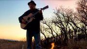 """Neil Younginterprète des titres """"Silver and Gold"""" dans sa dernière """"Fireside session"""""""