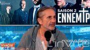 Le comédien belge Angelo Bison joue le rôle de l'Ennemi Public n°1