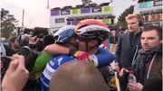 """""""Philippe, qu'est-ce que tu fais!"""": Lampaert euphorique dans les bras de Gilbert à Roubaix"""