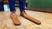Distanciation sociale : un cordonnier roumain fabrique... des chaussures taille 75